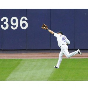 carlos-beltran-new-york-mets-running-catch-autographed-photograph-3368410